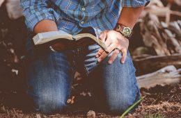Aos pés do Senhor em oração