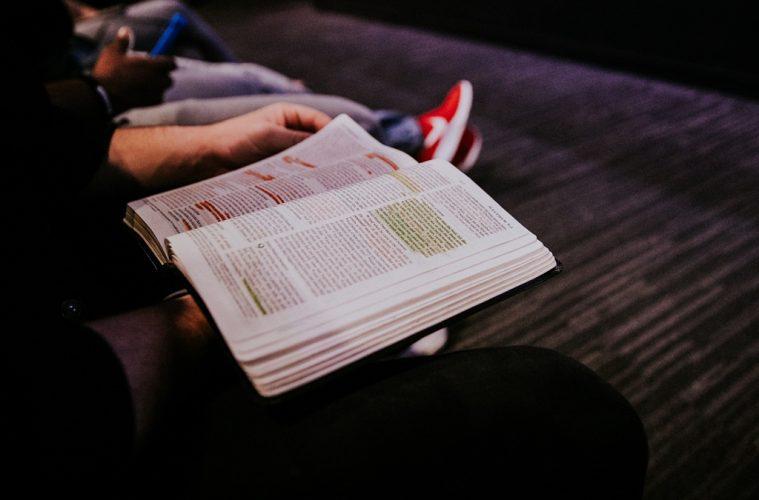 por-que-eu-devo-ler-a-biblia-